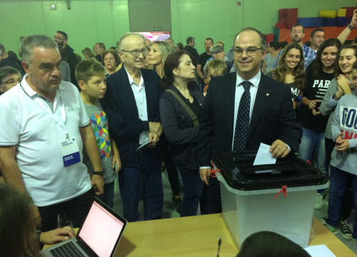 Jordi Turull casting his vote during the October 1 referendum (@jorditurull)