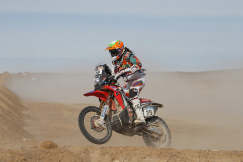 Laia Sanz during the 2015 Dakar (Copyright A.S.O. / DPPI / E. Le Floch)