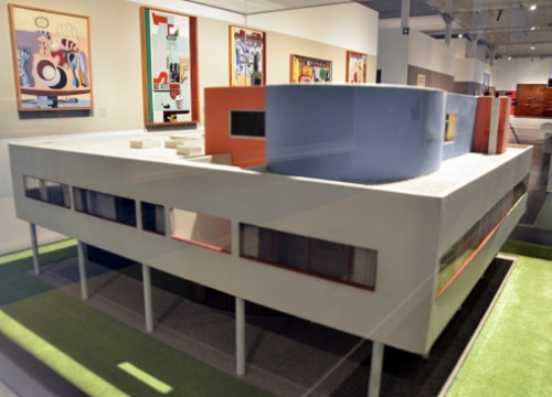 A model of Le Corbusier's Villa Savoye in Poissy (by P. Cortina)