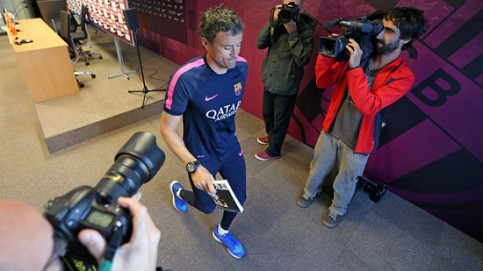 Luis Enrique after his press conference before the Real Madrid vs Barça game (by FC Barcelona)