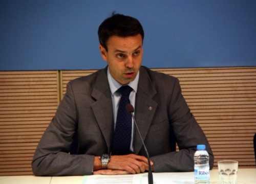 Manel Prat announcing his resignation (by L. Roma)