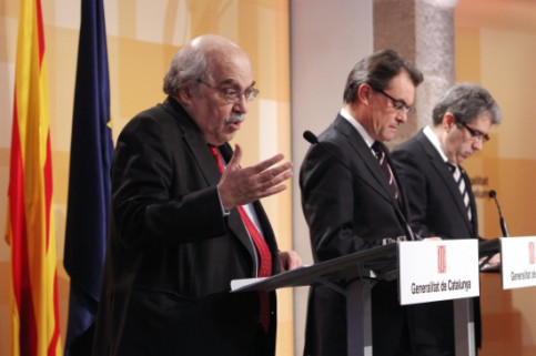 From left to right: Andreu Mas-Colell, Artur Mas and Francesc Homs, presenting the Catalan Government's budget liquidation (ACN)