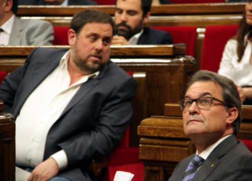 The Catalan President and CDC leader, Artur Mas (right), and the ERC leader, Oriol Junqueras, at the Catalan Parliament a few months ago (by ACN)