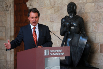 The Catalan President Artur sent a warning to PSOE and PP (by P. Mateos)