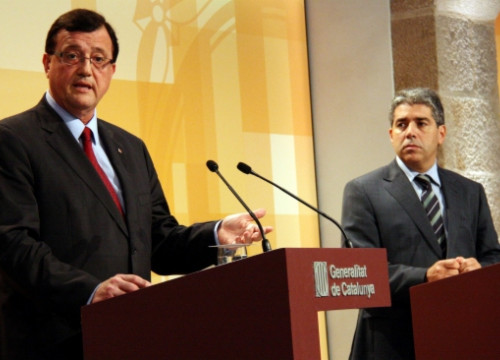 The Catalan Employment Minister (left) and the Catalan Government's Spokesperson presenting the action plan against unemployment