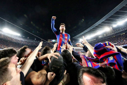 Messi celebrating the 6-1 victory against PSG (by Santi Garcés-FCB)