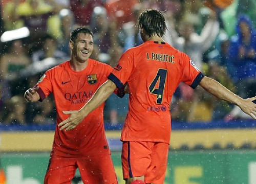 Leo Messi and Ivan Rakitic celebrate Barça's second goal against Llevant (by FC Barcelona)