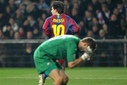 The Copenhaguen goalkeeper disappointed after Messi's goal (by FC Barcelona)