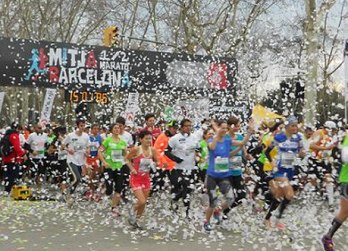 Participants starting Barcelona's half marathon race (by K. Reinhard)