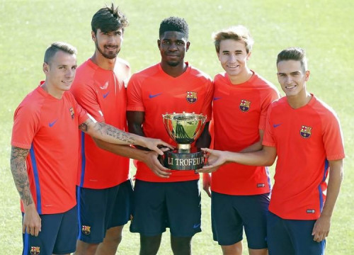 FC Barcelona's five new players with the trophy they'll be playing for on Wednesday night (by FCB)