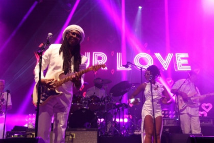 Nile Rodgers, leading Chic, playing at the 2014 Sónar (by J. Pérez)