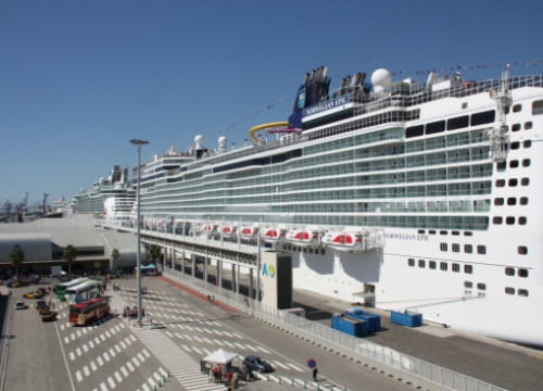 The Norwegian Epic cruise ship, docked in Barcelona last summer (by J. Pérez)