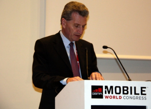 Günther Oettinger talking at Barcelona's Mobile World Congress (by J. Morros)