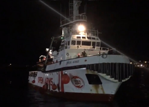 The Open Arms rescue ship arriving in the Lampedusa port (Screenshot from a video by Ane Irazabal)