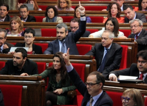 The Catalan Parliament voting on the BCN World legal framework (by A. Moldes)