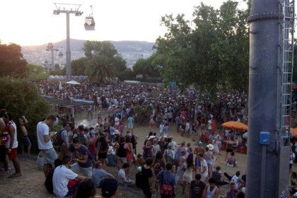 Barcelona's Piknic Electronic takes place on the Montjuic hill (by D. Bettencourt)