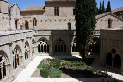 Poblet Monastery's cloister (by N. Torres)