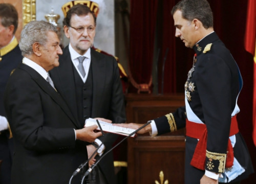 Spain's new King, Felipe VI, swearing loyalty to the Constitution (by Pool EFE)