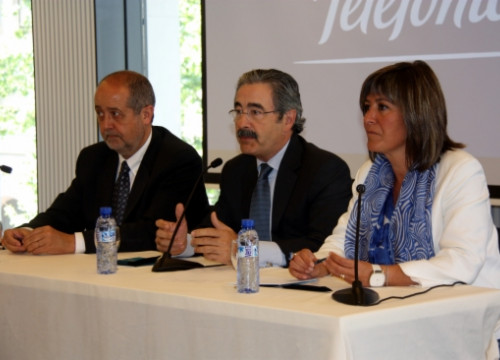 From left to right: Felip Puig, Catalan Business Minister, Kim Faura, Telefónica's Director for Catalonia, and Núria Marín, Mayor of L'Hospitalet (by J. R. Torné)