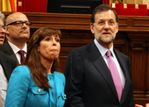 Mariano Rajoy (right) with Alícia Sánchez-Camacho (left) at the Catalan Parliament (by ACN)