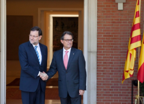 The Spanish PM (left) and the Catalan President (right) before their meeting (by G. Sanz de Sandoval)
