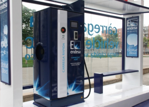 Endesa set up a quick recharge point in Barcelona's 22@ technological district (by A. Recolons)