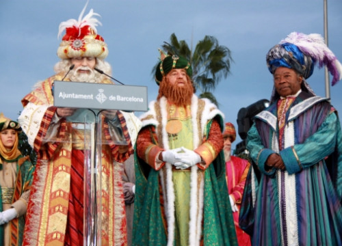 The Three Kings offering a speech just after arriving at Barcelona's port (by P. Cortina)