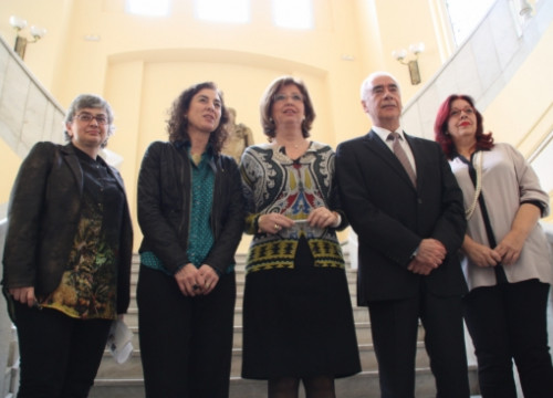 Irene Rigau (centre) with the four other Education Ministers opposing Wert's Reform (by X. Vallbona)