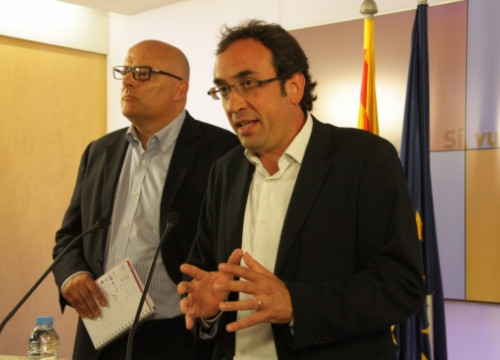 Two of CiU's leaders - Josep Rull (left) and Lluís Maria Corominas (right) - on Monday (by P. Mateos)