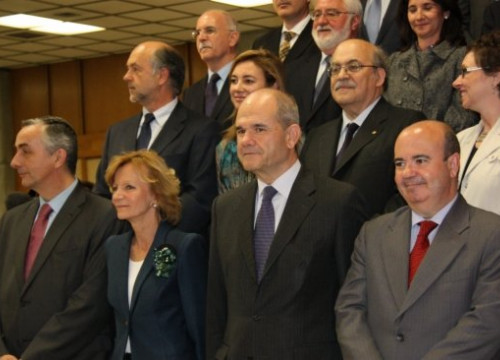Elena Salgado and other members of the Spanish Government (front row) before the start of the FFPC meeting (by M.J. Fidalgo)