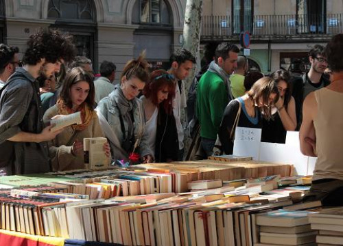A bookstall at Barcelona's Les Rambles (by M. Ferragut)