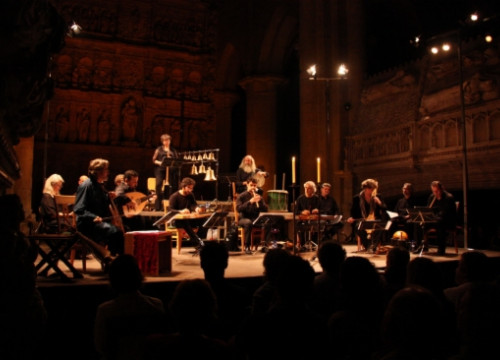 The Capella Reial de Catalunya and Hespérion XXI, with Jordi Savall, playing at Poblet Monastery's church (by R. Segura)