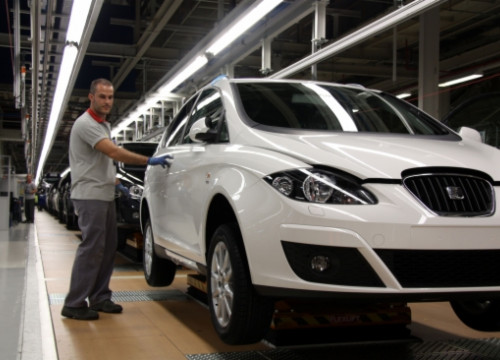 Seat has started to build the new Seat León in Catalonia (by E. Romagosa)