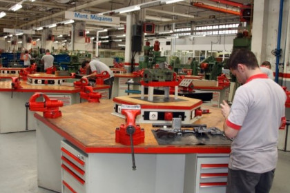 SEAT will train 1,200 jobseekers in its Barcelona training centre (by A. Recolons)