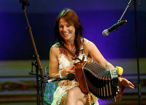 Irish accordianist Sharon Shannon (by FIMPT)