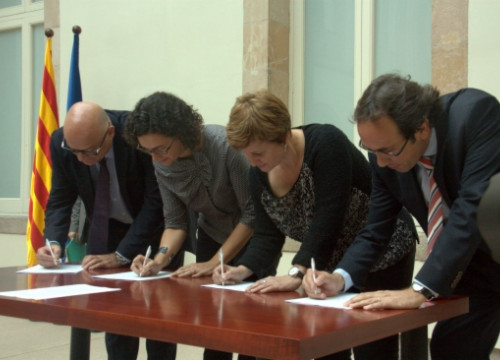 Catalan MPs signing the petition to international organisations to react (by T. Cuartiella)