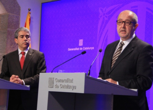 Felip Puig (right) presenting the Catalan Government's new initiative (by P. Mateos)