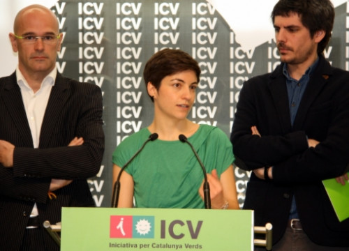 Ska Keller talking between current ICV MEP Raül Romeva (left) and ICV candidate Ernest Urtasun (by J. Bataller)
