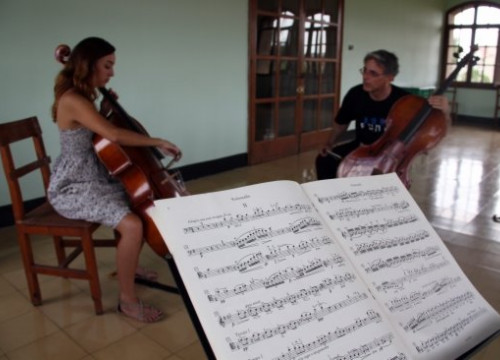 A cello class at the AIMS (by L. Busquets)