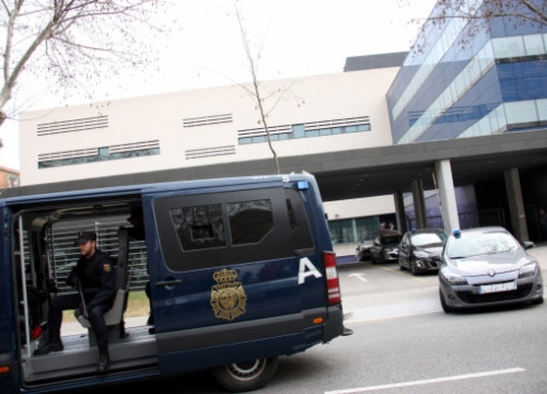 Spanish Police vans and cars transporting Islamic terrorism suspects (by G. Sánchez)