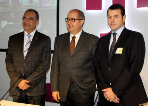 The presentation of T-Systems' offices in Barcelona, with the Catalan Minister for Business (center) (by J. R. Torné)