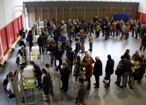 People ready to cast their votes in Taradell, central Catalonia (by M. Martí)