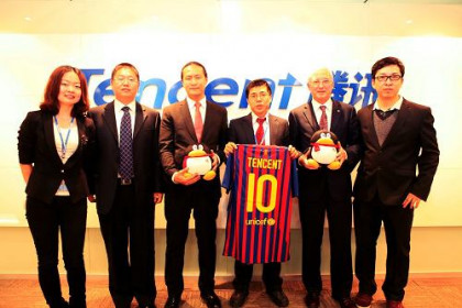 A group photo after the agreement reached between Barça and the Chinese Internet and IT services provider Tencent (FC Barcelona)