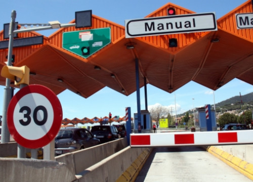 A toll barrier in a Catalan motorway (by A. Recolons)