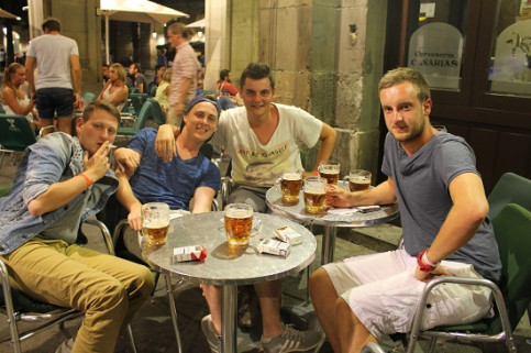 A group of tourists drinking beer in Barcelona (by N. Sinkeviciute)