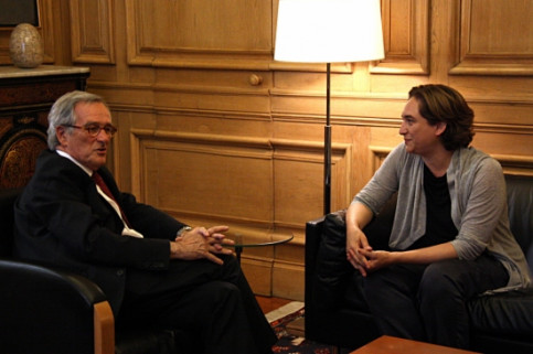 Xavier Trias (left) and Ada Colau (right) on Thursday at Barcelona Mayor's office (by ACN)