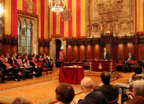 Xavier Trias del¡vering his first speech as Mayor in Barcelona's Saló de Cent room, from the Middle Ages (by O. Campuzano)