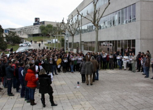 TV3 workers protesting in front of the station headquarters for a recent restructuring (by E. Romagosa)