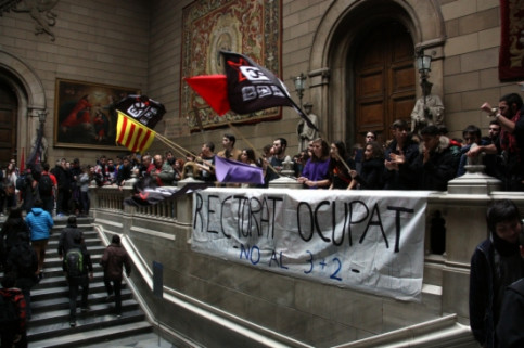 A student protest in the Universitat de Barcelona's Chancellor Office in February (by R. Garcia)