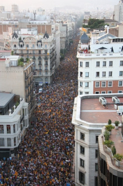 The demonstration saturating the entire Via Laietana, while the Passeig de Gràcia was also fully packed (by P. Cortina)